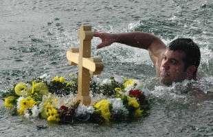 Пливање за Часни крст изазива огромно интересовање