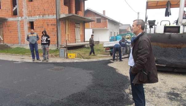 Почело асфалтирање Улице патријарха Павла