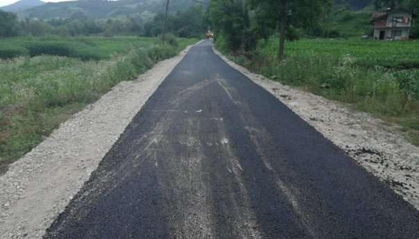 Завршено асфалтирање пута у Лаушима