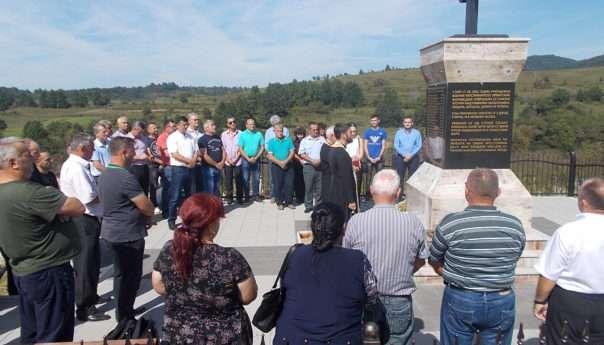 Служен парастос за 16 Срба убијених у Сердарима