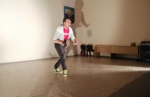Одиграна хуманитарна представа за Панту Бојића