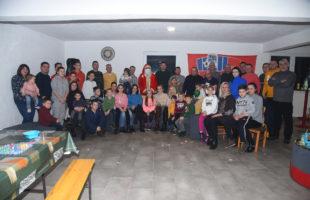 Deda Mraz obradovao djecu fudbalskih veterana